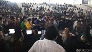 Warga Desak-desakan Ikut Vaksinasi di Sumut, Begini Penjelasan Polisi