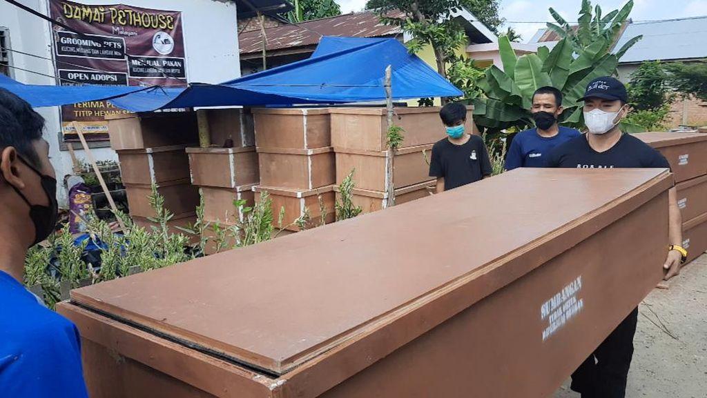 Kasus Kematian COVID di Jambi Naik, YouTuber Ini Bagi 150 Peti Mati ke RS