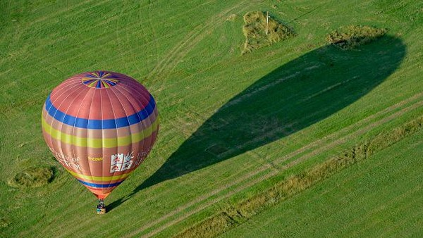 Ajang Fiesta Fortnight yang akan berlangsung hingga Minggu 15 Agustus 2021 ini menampilkan ratusan balon udara yang akan lepas landas dari berbagai lokasi di seluruh kota.