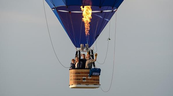 Penyelenggara Bristol International Balloon Fiesta telah mengganti acara spektakuler tahunannya dengan nam acara Fiesta Fortnight.