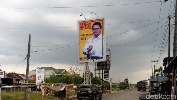 Baliho Airlangga Hartarto di Brebes, Jawa Tengah