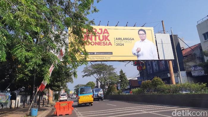 Baliho Airlangga Hartarto menguasai jalanan Serang Raya