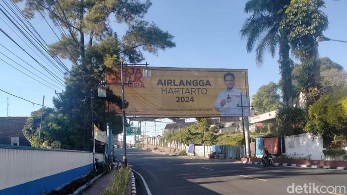 Baliho Airlangga Hartato di Cianjur