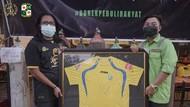 Bonek Green Nord 27 Lelang Jersey Mat Halil untuk Aksi Kemanusiaan