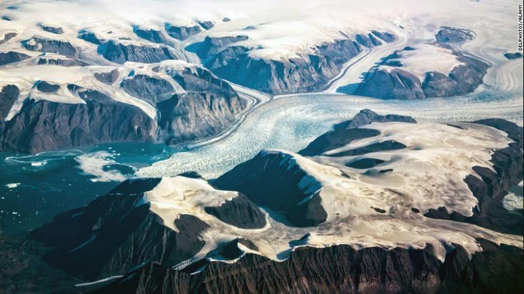 6 Struktur Rahasia Tersembunyi di Bawah Lapisan Es Greenland