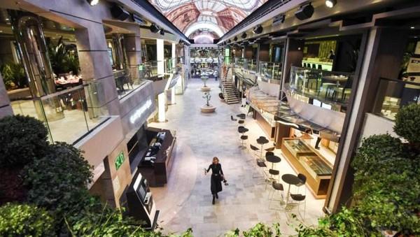 Interior MSC Bellissima sangat mewah. Kapal ini dilengkapi dengan teater utama berkapasitas 975 kursi, taman air, arena bowling, simulator F1, klub anak-anak, bioskop dan galeri belanja dengan lebih dari 200 merk. Salom Gomis/AFP/Getty Images.