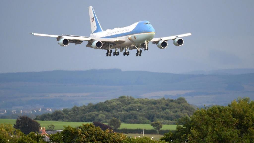 Intip Pesawat Kepresidenan AS yang Dicat Biru Sejak Era JFK
