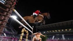 Kok Ada Patung Sumo di Tengah Arena Olimpiade? Kuda Jadi Takut nih!