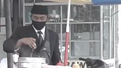 Jualan Cilok Berdandan Kayak Pejabat, Lutfi Raih Omzet Besar
