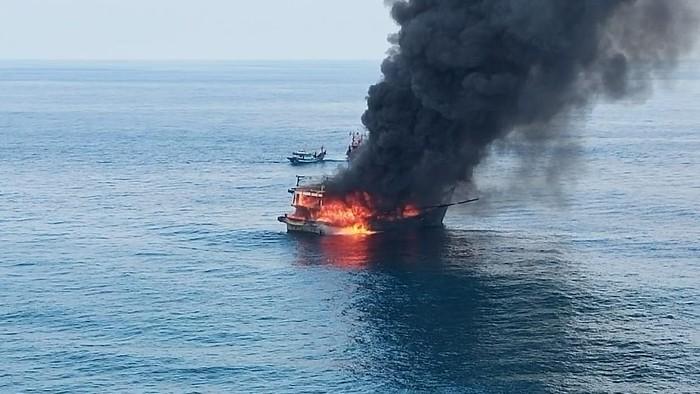 Kapal terbakar di Perairan Pulau Berhala Sumut (dok. Istimewa)