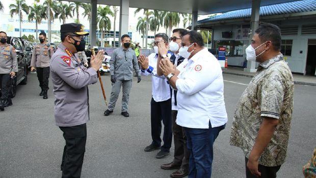 Kapolri Jenderal Listyo Sigit Prabowo meninjau langsung pelaksanaan vaksinasi di PT Epson, Kawasan EJIP, Cikarang Selatan, Bekasi, Rabu (4/8).