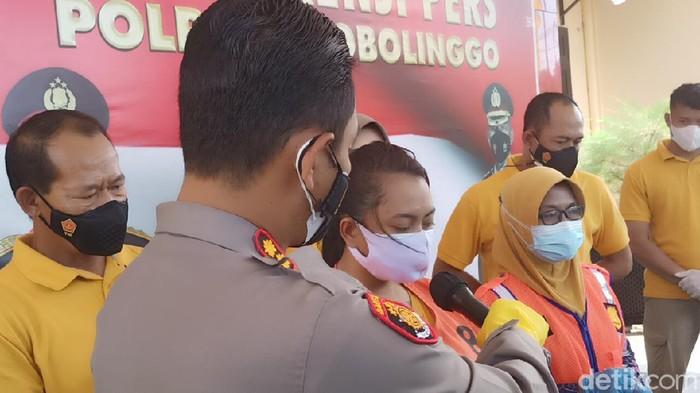 Seorang wanita di Probolinggo nekat menjual pil koplo. Ia meneruskan bisnis haram suami yang sudah lebih dulu dibui.