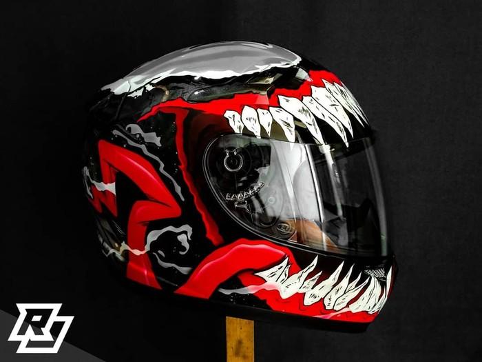 Modifikasi helm Kyt K2 Rider desain Venom V-2 oleh RJ Paintwork