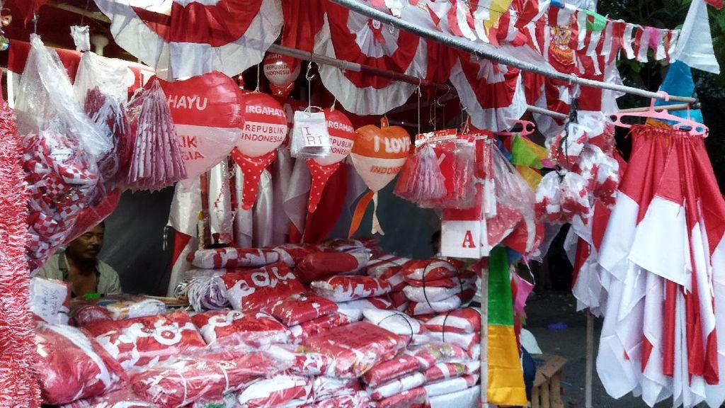 Cerita Penjual Bendera Merah Putih di Tanah Abang Harap Untung Kala PPKM