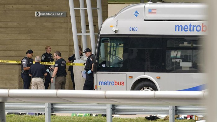 Police are looking at a scene and items are seen on the ground near a Metrobus outside the Pentagon Metro area, Tuesday, Aug. 3, 2021 at the Pentagon in Washington. A Pentagon police officer died after being stabbed Tuesday during a burst of violence at a transit station outside the building. Thats according to law enforcement officials. The Pentagon officer was stabbed and later died, according to officials who were not authorized to discuss the matter and spoke to The Associated Press on condition of anonymity. (AP Photo/Andrew Harnik)