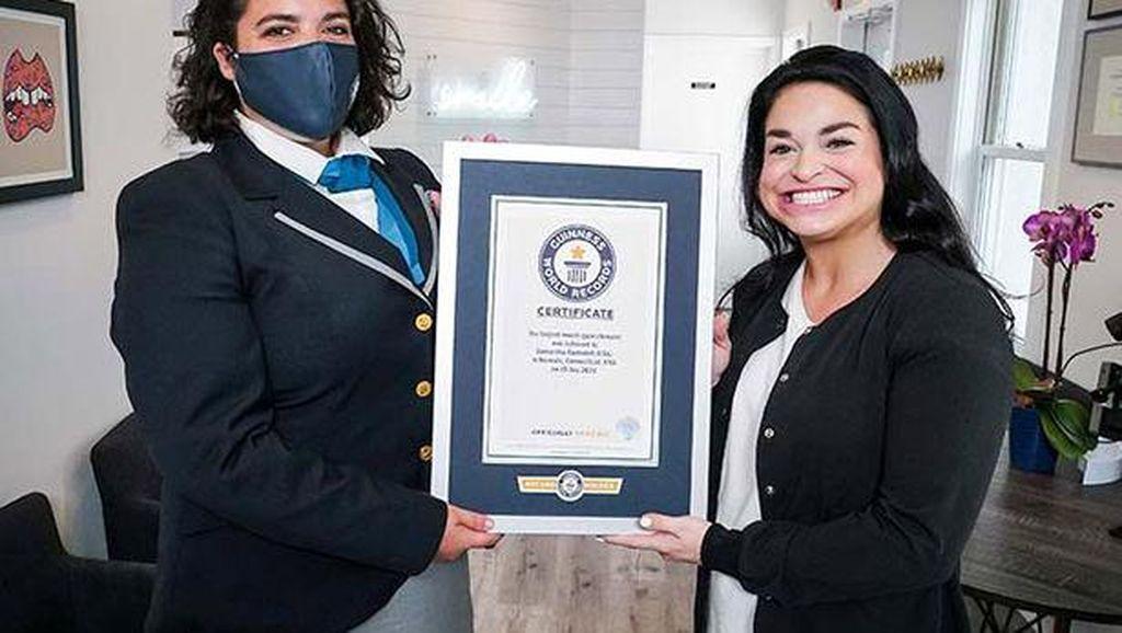 Pecahkan Rekor! Wanita Ini Punya Mulut Terlebar di Dunia
