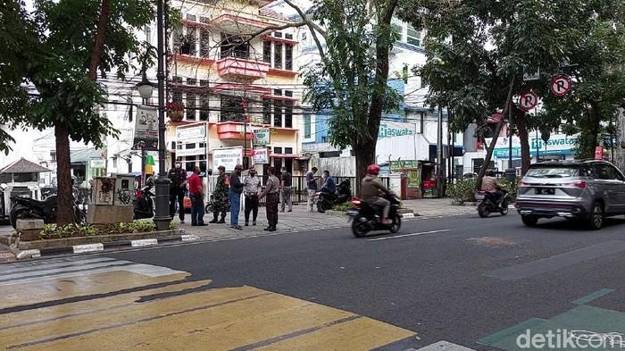 Seorang pria diduga mencoba bunuh diri di depan Balai Kota Bandung