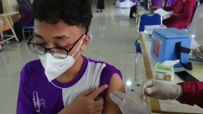 Seribu Pelajar SMA/SMK Tulungagung Jalani Vaksinasi COVID-19