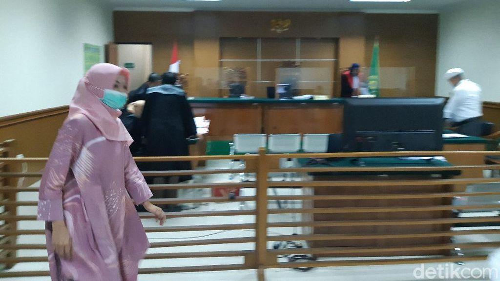 Kadinkes Banten Bantah Kesaksian WA Perintah di Dugaan Korupsi Masker