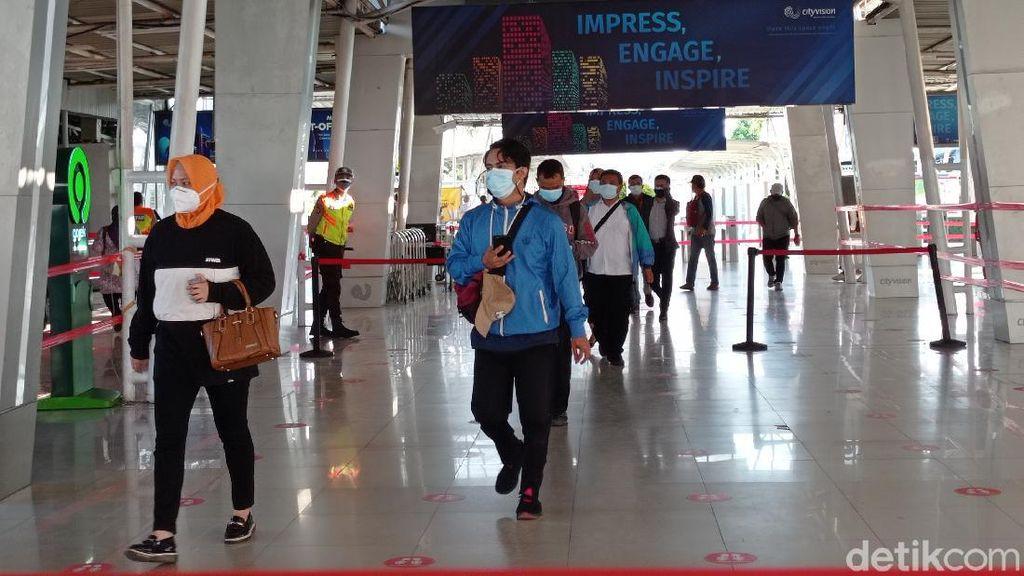 PPKM Level 4 Lanjut, Stasiun Bogor Tak Terlalu Ramai Pagi Ini