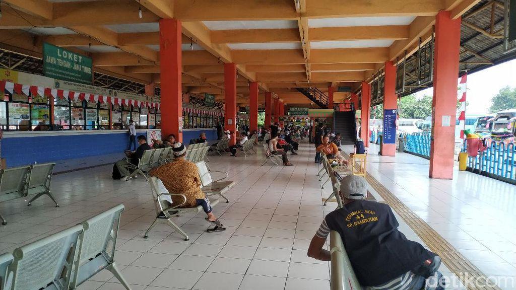 Pasrah Sopir Bus di Terminal Kampung Rambutan Terpuruk Gegara Pandemi