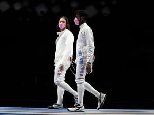 Jadi Sorotan, Atlet Anggar Pakai Masker Pink di Olimpiade Lawan Pelecehan Seks