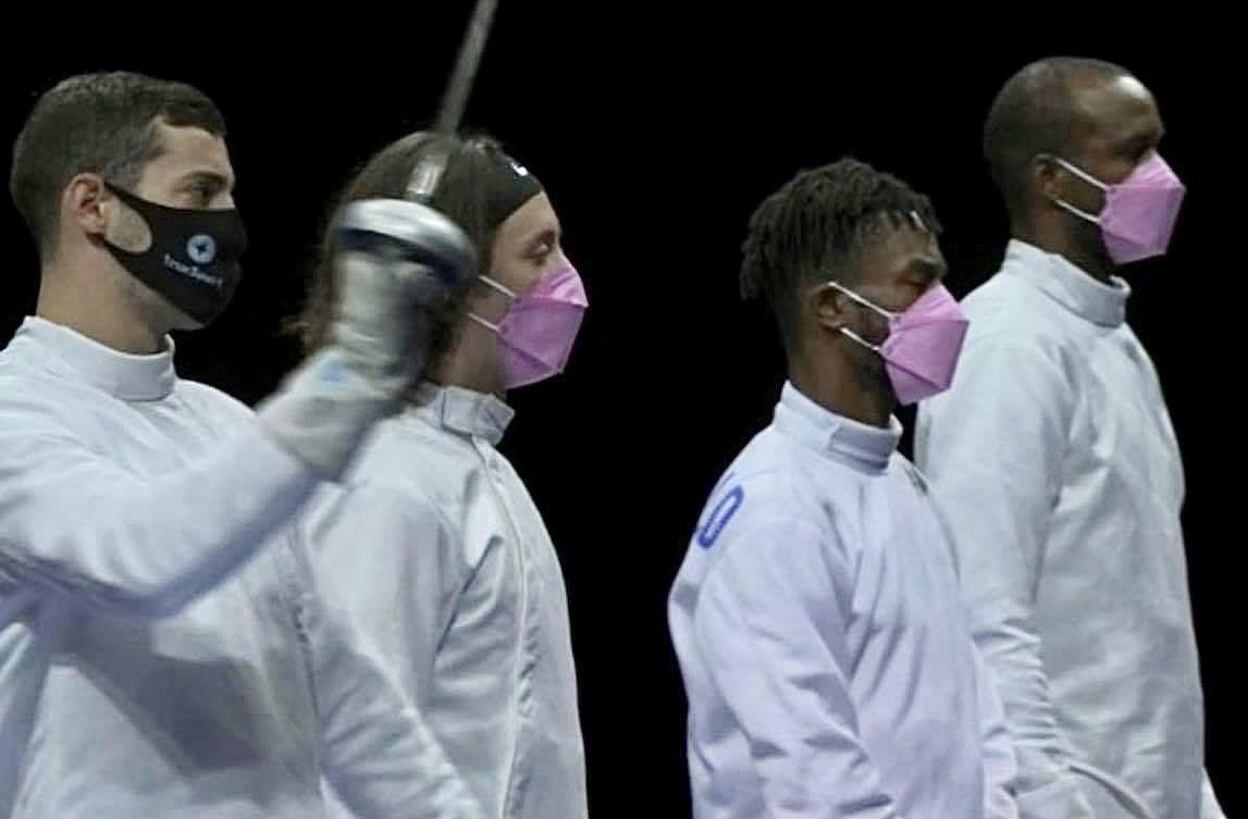 Tim anggar AS pakai masker warna pink protes pelecehan seksual yang diduga dilakukan rekan satu timnya sendiri.