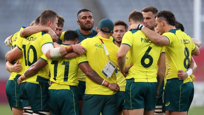 CHOFU, JAPAN - JULY 28: The Team Australia huddle after the Rugby Sevens Mens Placing 7-8 match between Canada and Australia on day five of the Tokyo 2020 Olympic Games at Tokyo Stadium on July 28, 2021 in Chofu, Tokyo, Japan. (Photo by Dan Mullan/Getty Images)
