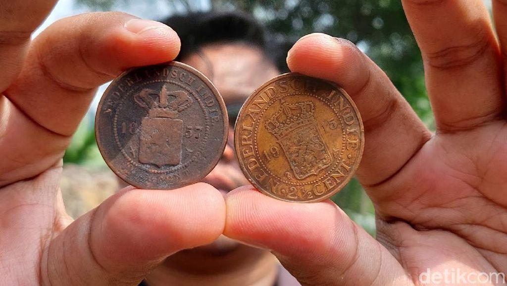 Geger! Warga Bandung Barat Temukan Seratusan Koin Kuno Zaman Belanda