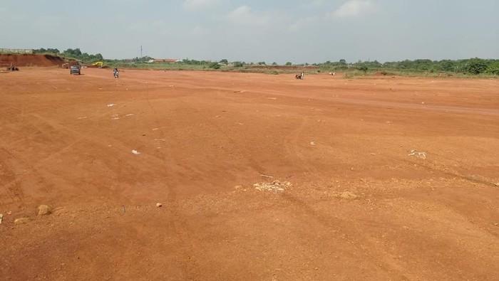 Lapangan tanah merah, Cipayung, Depok, Rabu (4/8/2021) nampak sepi (Wilda/detikcom)