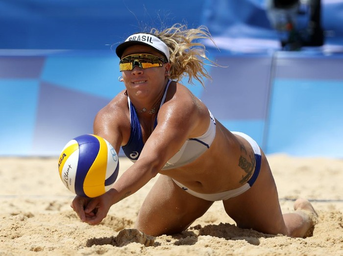RIO DE JANEIRO, BRAZIL - AUGUST 09: Laura Giombini of Italy and Nada Meawad of Egypt battle at the net during the Womens Beach Volleyball Preliminary Pool A match on Day 4 of the Rio 2016 Olympic Games at the Beach Volleyball Arena on August 9, 2016 in Rio de Janeiro, Brazil.  (Photo by Ezra Shaw/Getty Images)