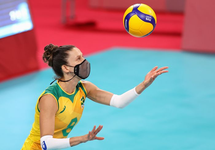 TOKYO, JAPAN - AUGUST 04: Macris Fernanda Silva Carneiro #8 of Team Brazil serves against Team ROC during the Womens Quarterfinals volleyball on day twelve of the Tokyo 2020 Olympic Games at Ariake Arena on August 04, 2021 in Tokyo, Japan. (Photo by Toru Hanai/Getty Images)