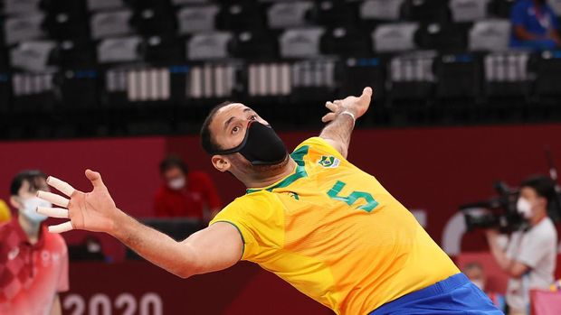 TOKYO, JAPAN - AUGUST 04: Macris Fernanda Silva Carneiro #8 of Team Brazil serves against Team ROC during the Women's Quarterfinals volleyball on day twelve of the Tokyo 2020 Olympic Games at Ariake Arena on August 04, 2021 in Tokyo, Japan. (Photo by Toru Hanai/Getty Images)