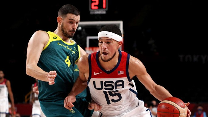SAITAMA, JAPAN - AUGUST 05: Devin Booker #15 of Team United States drives to the basket against Chris Goulding #4 of Team Australia during the second half of a Mens Basketball quarterfinals game on day thirteen of the Tokyo 2020 Olympic Games at Saitama Super Arena on August 05, 2021 in Saitama, Japan. (Photo by Kevin C. Cox/Getty Images)