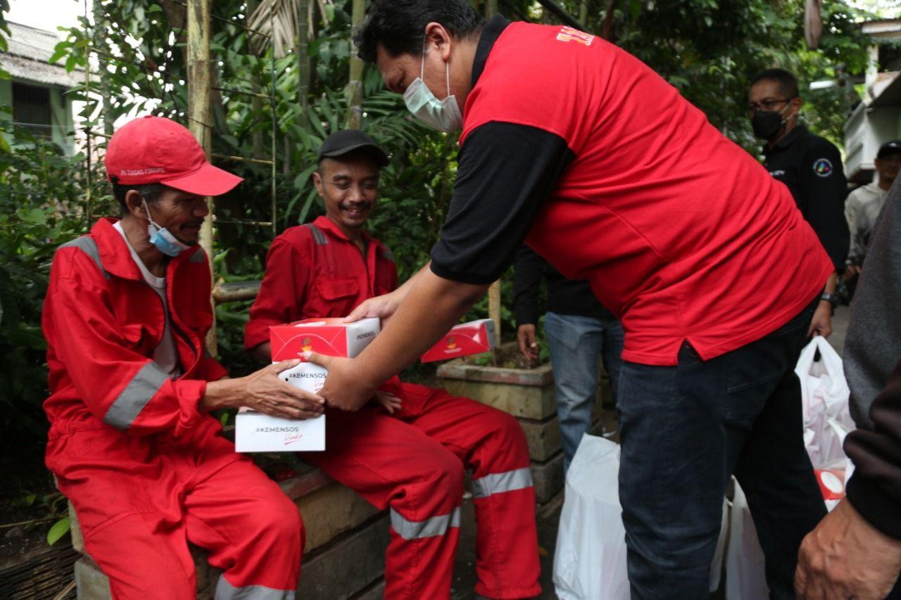 CT Arsa Foundation-Dompet Amal Transmedia dan Kemensos menyalurkan bantuan