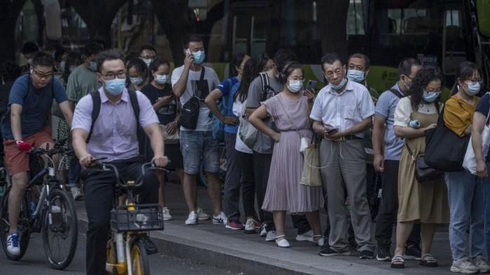 Wuhan kini kembali diserang virus Corona melalui varian delta. Pemerintah terkait pun gerak cepat dengan menggelar tes PCR massal.