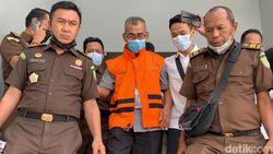 Diperiksa sebagai Tersangka Korupsi, Eks Bupati Kuansing Langsung Ditahan