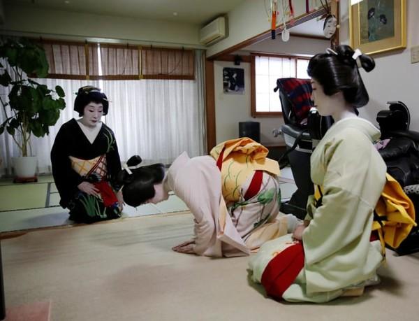 hingga kini, geisha masih dipekerjakan sebagai hiburan kelas atas untuk perjamuan, perayaan, dan acara. Bersantap di Ryotei dengan geisha dapat menelan biaya hingga ribuan dolar.