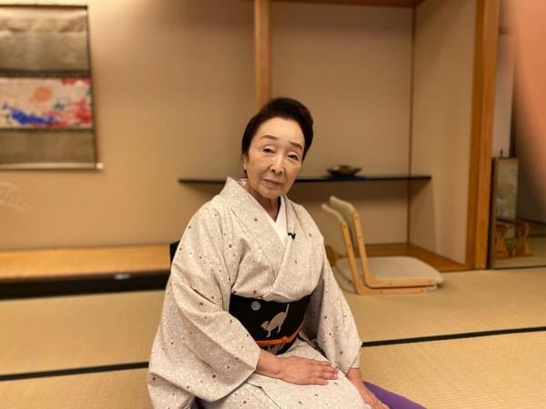 Saat ini ada geisha yang berusia 80 tahun, bernama Ikuko. Ia juga menjabat sebagai kepala Asosiasi AKASAKA Geisha dan seorang pelatih geisha.