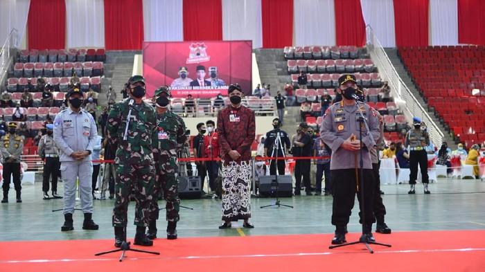 Kapolri dan Panglima TNI Tinjau Vaksinasi Merdeka Candi di Jawa Tengah