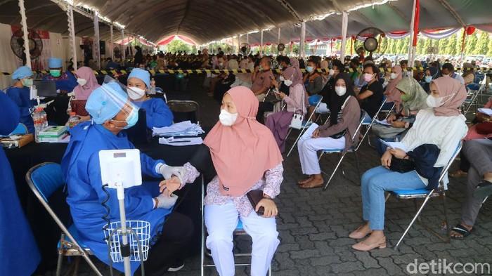 Kegiatan vaksinasi Merdeka Candi di Kudus, Kamis (5/8/2021)