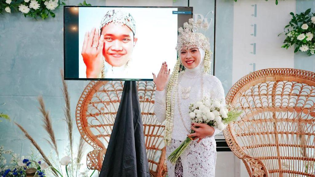 Viral Pengantin Sendirian di Pelaminan, Nikah Online karena Suami Corona