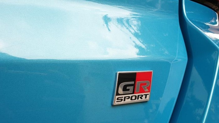 Logo GR pada Toyota Raize GR Sport