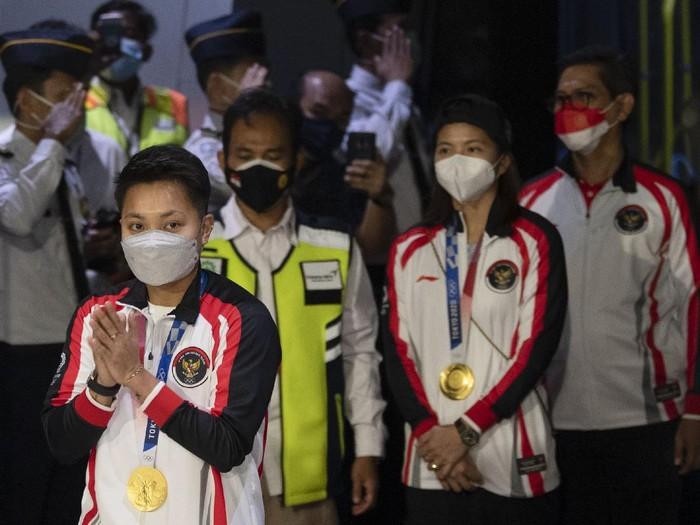 Kontingen Indonesia di Olimpiade Tokyo 2020 telah tiba di Tanah Air. Rombongan disambut Menteri Pemuda dan Olahraga, Zainudin Amali. Begini potretnya