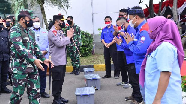 Panglima TNI dan Kapolri meninjau vaksinasi massal di Sumedang Jawa Barat