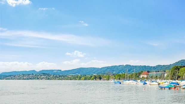 Pantai Danau di Swiss