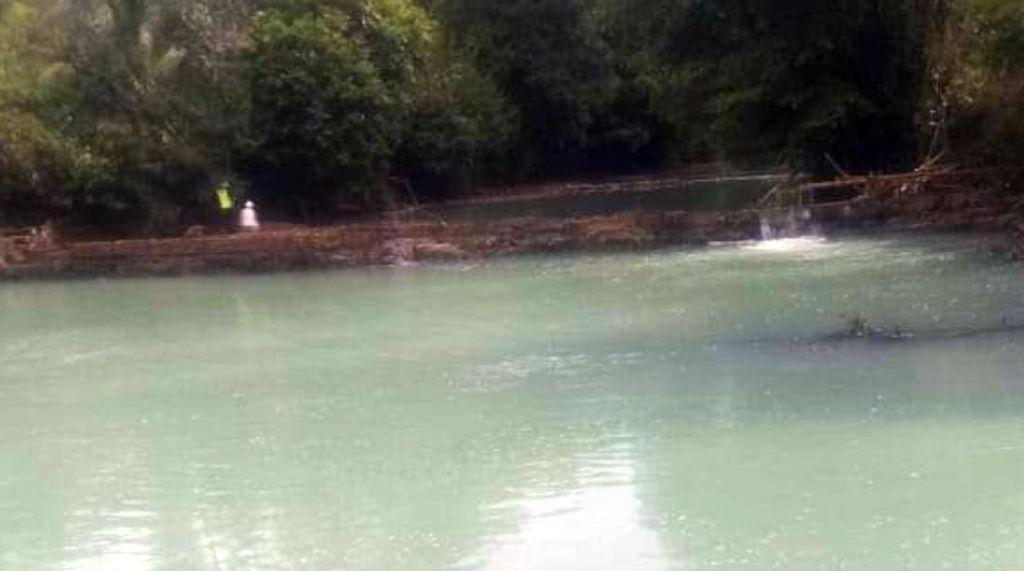 Sungai Cikaso Diduga Tercemar Asam Sulfat, DLH Sukabumi Turun Tangan
