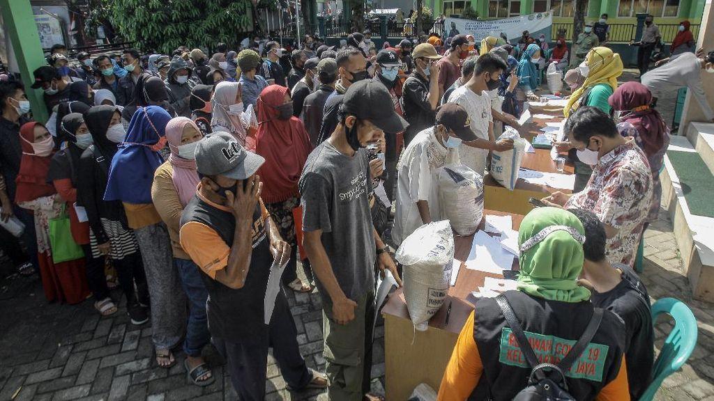 Duh, Penyaluran Bansos Beras di Bogor Timbulkan Kerumunan