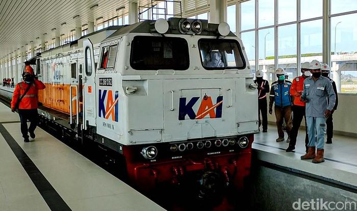 Pengoperasian jalur KA menuju bandara Yogyakarta International Airport (YIA) di Kulon Progo, dilakukan pada 17 Agustus. Progresnya saat ini capai 98 persen.
