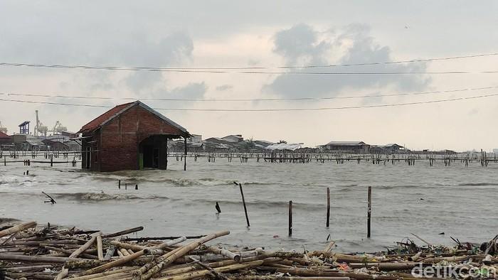 Salah satu rumah tenggelam di Tambaklorok, Semarang 8/4/2021